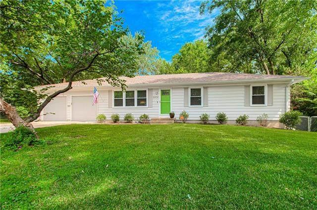 8404 E 105th Terrace, Kansas City, MO 64134 (#2240711) :: Ron Henderson & Associates