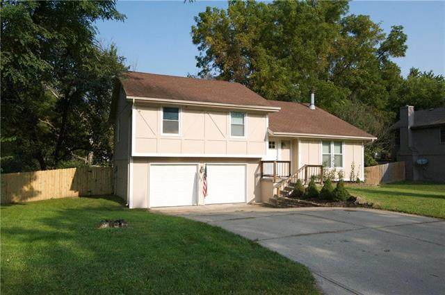 5710 NW Creekview Drive, Kansas City, MO 64152 (#2240876) :: Edie Waters Network