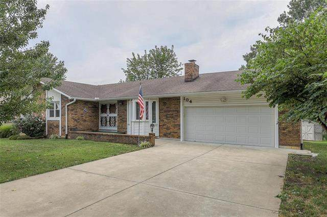 104 Hillcrest Drive, Paola, KS 66071 (#2241134) :: Jessup Homes Real Estate | RE/MAX Infinity