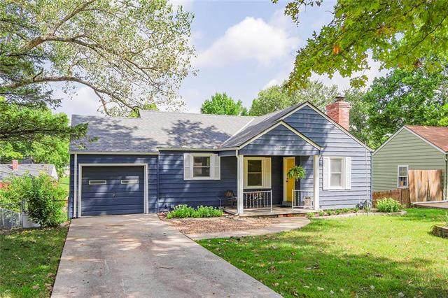 6 E Navajo Lane, Kansas City, MO 64114 (#2241398) :: Jessup Homes Real Estate | RE/MAX Infinity