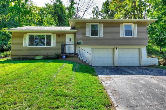 1017 E 100th Terrace, Kansas City, MO 64131 (#2241416) :: Dani Beyer Real Estate