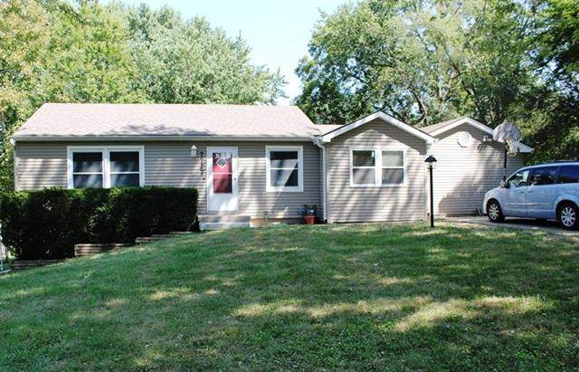7727 Englewood Avenue, Raytown, MO 64138 (#2241658) :: Jessup Homes Real Estate | RE/MAX Infinity