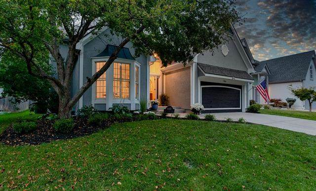9416 W 125th Street, Overland Park, KS 66213 (#2241679) :: Five-Star Homes