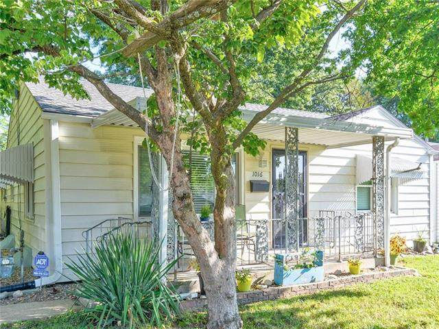 1016 E Hayward Avenue, Independence, MO 64050 (#2241713) :: Jessup Homes Real Estate | RE/MAX Infinity
