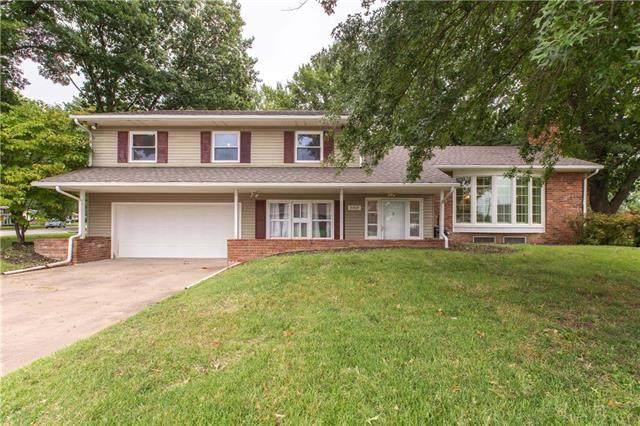 6609 NW Hilldale Drive, Kansas City, MO 64151 (#2241868) :: Ron Henderson & Associates
