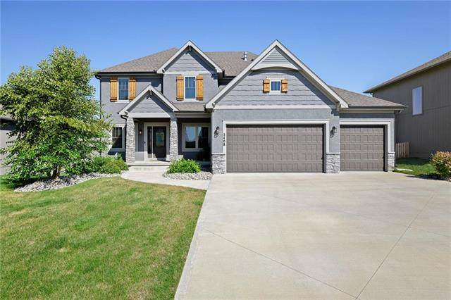 2408 SW Hickory Lane, Lee's Summit, MO 64082 (#2242011) :: Five-Star Homes