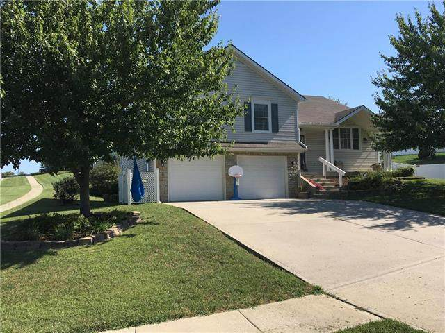 630 Hillcrest Circle, Lansing, KS 66043 (#2242061) :: The Kedish Group at Keller Williams Realty