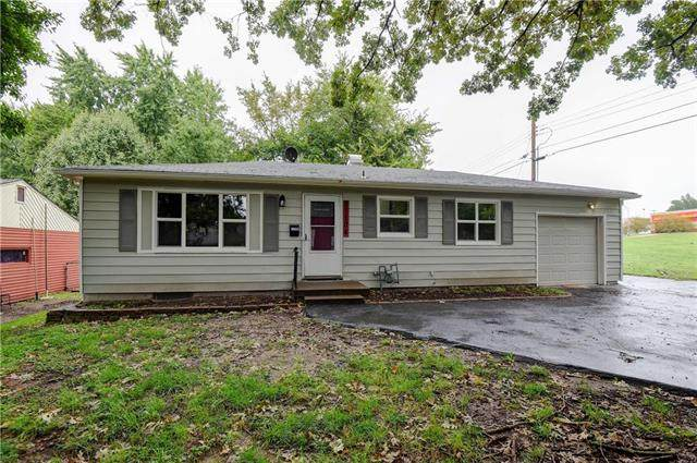 11104 E 24th Street, Independence, MO 64052 (#2242079) :: Edie Waters Network