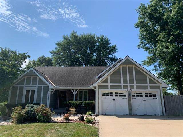 10495 W 164th Street, Overland Park, KS 66221 (#2242088) :: House of Couse Group
