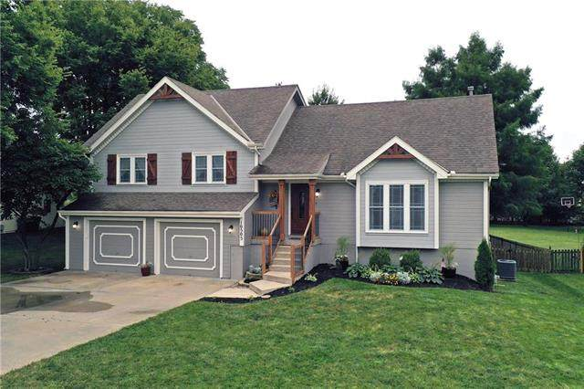 10505 NE 97th Terrace, Kansas City, MO 64157 (#2242244) :: Ron Henderson & Associates