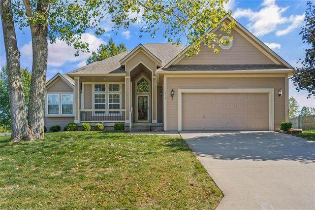 818 Morgan Drive, Peculiar, MO 64078 (#2242400) :: Austin Home Team