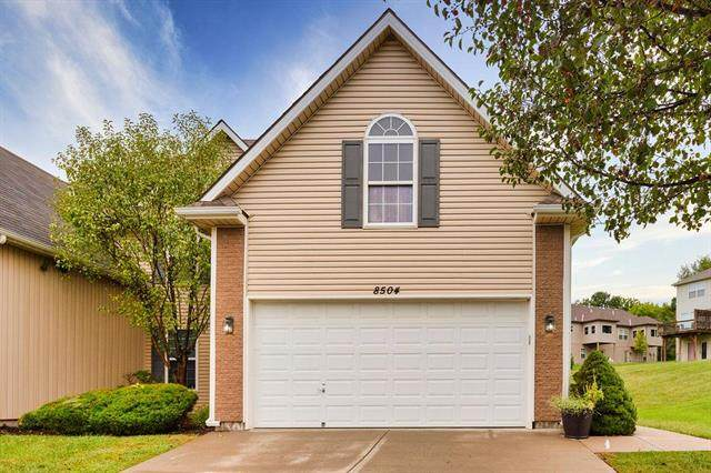 8504 N Woodland Court, Kansas City, MO 64155 (#2242544) :: Ron Henderson & Associates