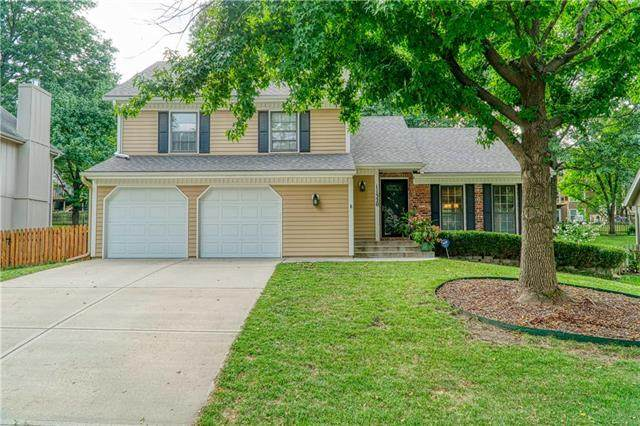 11320 Marty Street, Overland Park, KS 66210 (#2242673) :: House of Couse Group