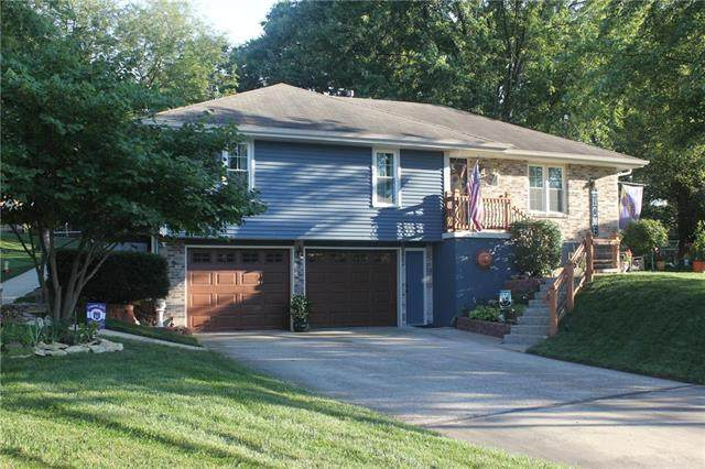 1902 Fairground Drive, Pleasant Hill, MO 64080 (#2242701) :: The Gunselman Team