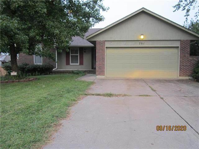 701 NE Aaron Drive, Lee's Summit, MO 64086 (#2242712) :: Dani Beyer Real Estate