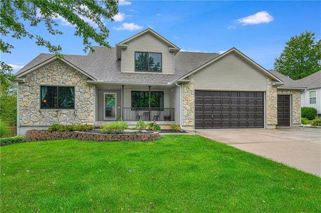 4216 NE Suwannee Drive, Lee's Summit, MO 64064 (#2242824) :: House of Couse Group