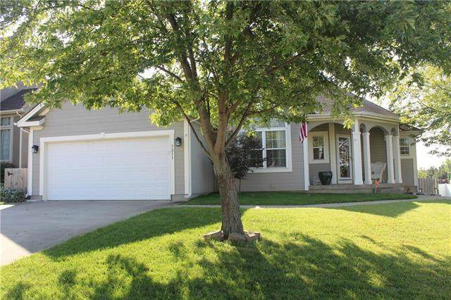 1311 NW Persimmon Drive, Grain Valley, MO 64029 (#2242886) :: Ron Henderson & Associates