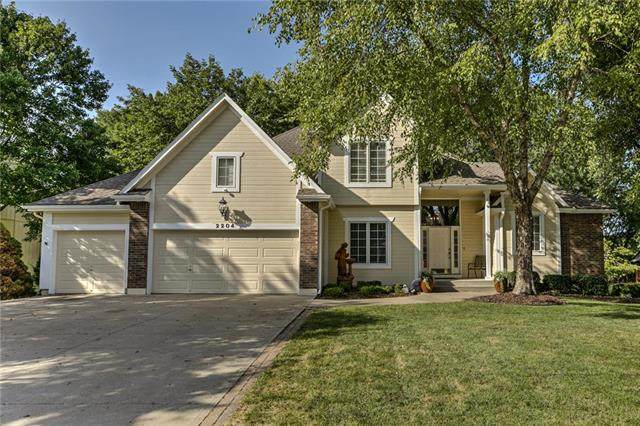 2204 SW Walden Drive, Lee's Summit, MO 64081 (#2243204) :: Jessup Homes Real Estate | RE/MAX Infinity
