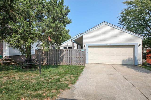 8303 N Chatham Avenue, Kansas City, MO 64151 (#2243215) :: Ron Henderson & Associates