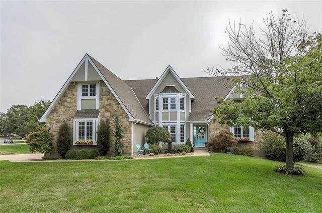 15713 Cedar Lane, Basehor, KS 66007 (#2243222) :: Ron Henderson & Associates