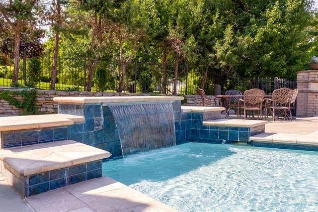 8700 Alhambra Street, Prairie Village, KS 66207 (#2243291) :: Ron Henderson & Associates