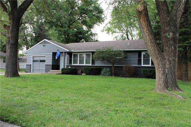 907 NW B Street, Blue Springs, MO 64015 (#2243294) :: Five-Star Homes