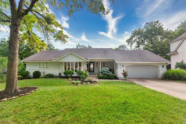 12312 Wenonga Ln Lane, Leawood, KS 66209 (#2243312) :: The Shannon Lyon Group - ReeceNichols