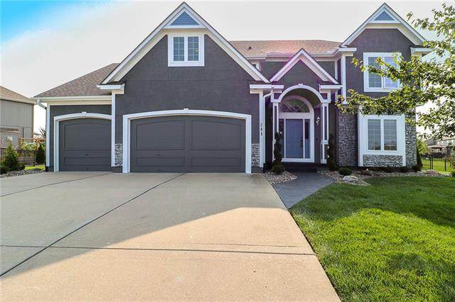 241 SE Coyle Drive, Lee's Summit, MO 64063 (#2243314) :: Dani Beyer Real Estate