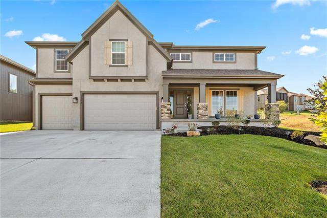 13313 W 49th Terrace, Shawnee, KS 66216 (#2243326) :: Austin Home Team