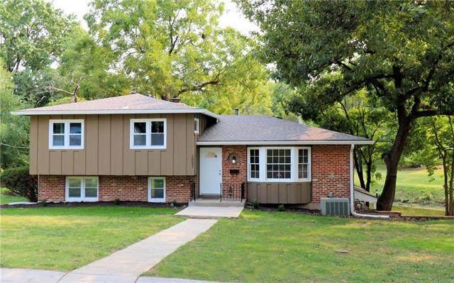 10521 W 69th Terrace, Shawnee, KS 66203 (#2243357) :: The Shannon Lyon Group - ReeceNichols