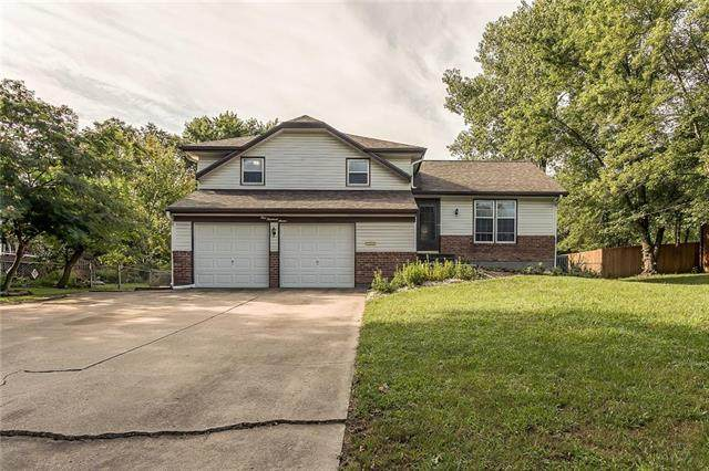107 Crestview Drive, Paola, KS 66071 (#2243412) :: Jessup Homes Real Estate | RE/MAX Infinity