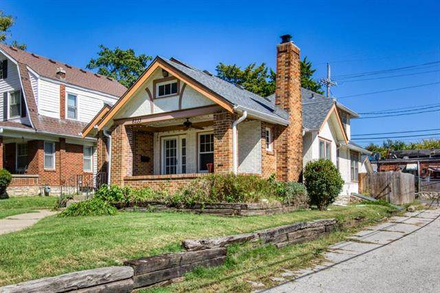 6233 Harrison Street, Kansas City, MO 64110 (#2243523) :: Austin Home Team
