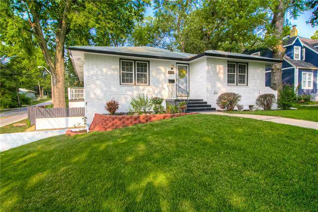 8828 Iroquois Trail, Kansas City, MO 64114 (#2243544) :: Jessup Homes Real Estate | RE/MAX Infinity