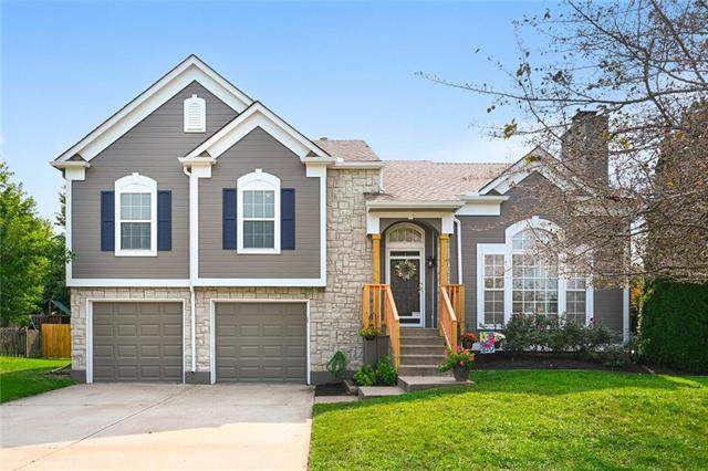 2525 SE Kimbrough Lane, Lee's Summit, MO 64063 (#2243557) :: House of Couse Group
