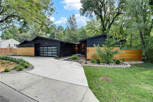 2110 W 71st Terrace, Prairie Village, KS 66208 (#2243578) :: House of Couse Group