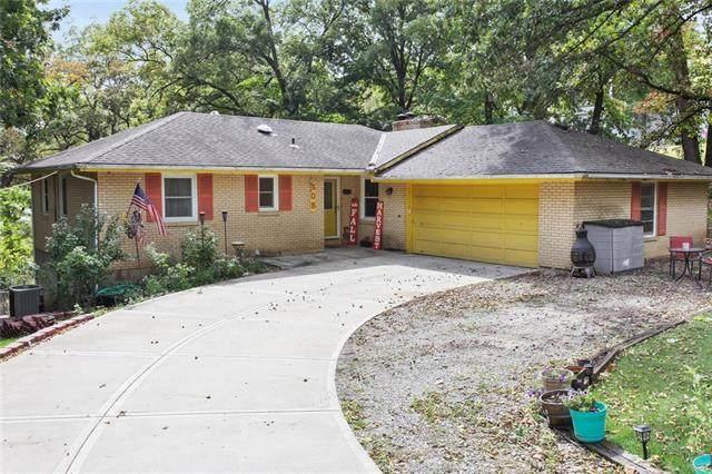 405 NW North Shore Drive, Lake Waukomis, MO 64151 (#2243596) :: Austin Home Team