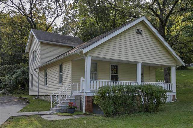 6817 NW Vista Avenue, Kansas City, MO 64151 (#2243597) :: Ron Henderson & Associates