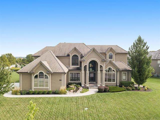 9205 Falcon Ridge Drive, Lenexa, KS 66220 (#2243647) :: House of Couse Group