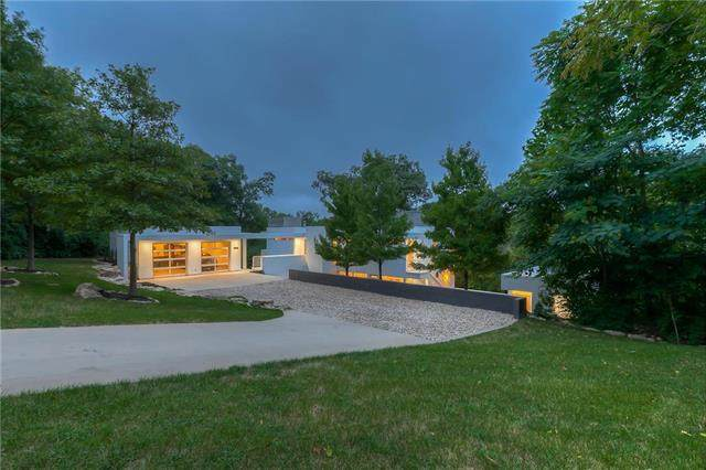 20602 Crickett Lane, Lenexa, KS 66220 (#2243697) :: House of Couse Group