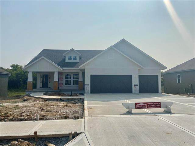 5907 Belmont Drive, Shawnee, KS 66226 (#2243745) :: House of Couse Group
