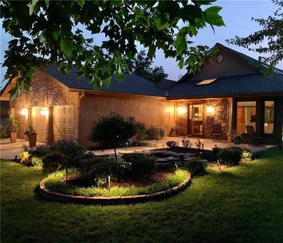 824 S 131st Street, Bonner Springs, KS 66012 (#2243750) :: Ron Henderson & Associates