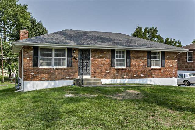 9218 E 52nd Street, Kansas City, MO 64133 (#2243751) :: House of Couse Group