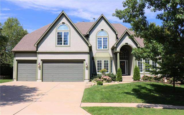 3246 W 132nd Terrace, Leawood, KS 66209 (#2243799) :: The Gunselman Team