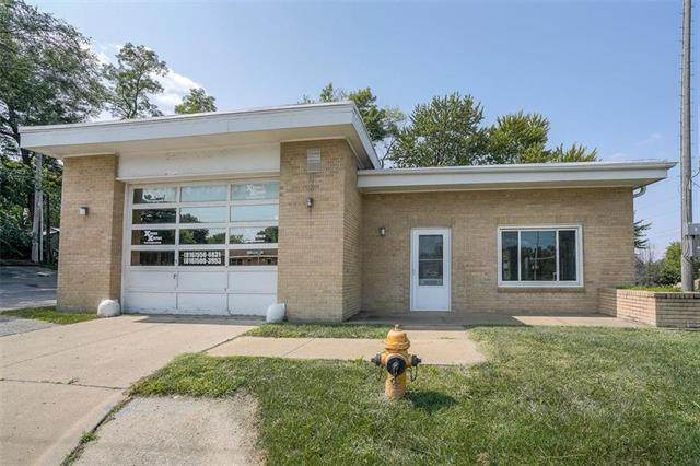 3500 S Sterling Avenue, Independence, MO 64052 (#2243828) :: Ron Henderson & Associates