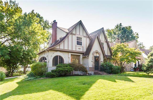 7401 Holmes Road, Kansas City, MO 64131 (#2243850) :: Ron Henderson & Associates