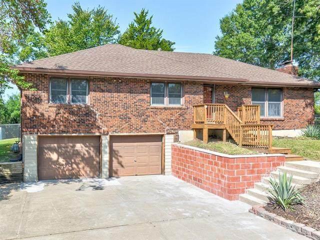 8716 N Edison Avenue, Kansas City, MO 64154 (#2243898) :: Ron Henderson & Associates