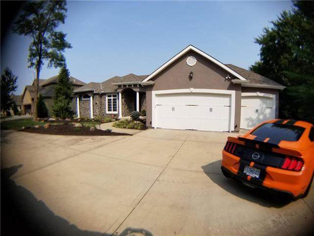 10420 Chateau Court, Parkville, MO 64152 (#2243926) :: Team Real Estate