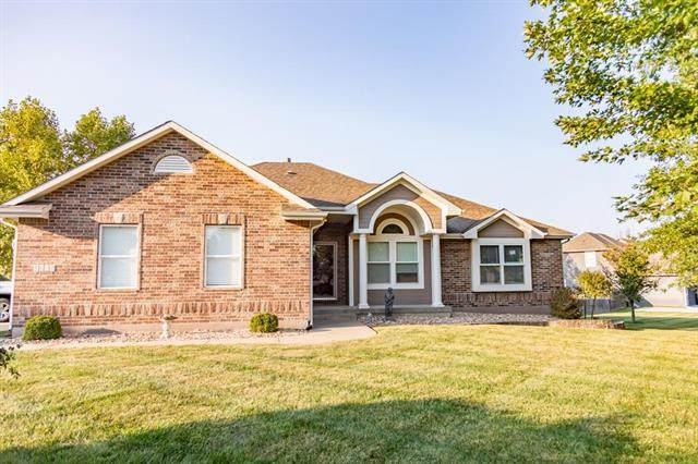 1604 NW Pin Oak Court, Grain Valley, MO 64029 (#2243937) :: Dani Beyer Real Estate