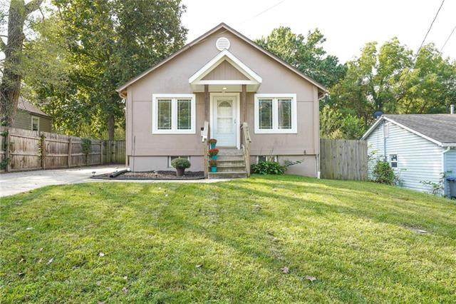 103 E Myrtle Street, Pleasant Hill, MO 64080 (#2243944) :: Edie Waters Network