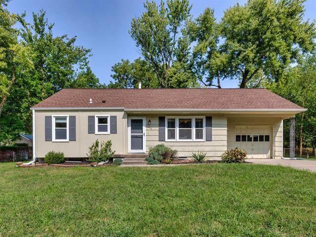 106 NE Ferrell Lane, Kansas City, MO 64118 (#2244015) :: Five-Star Homes
